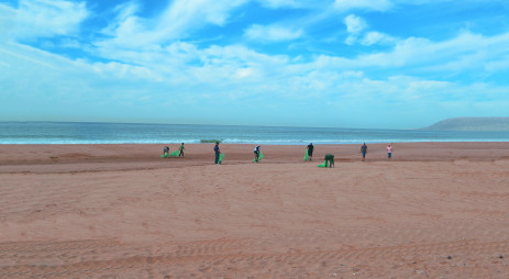 Le nettoyage de la plage d'Imourane